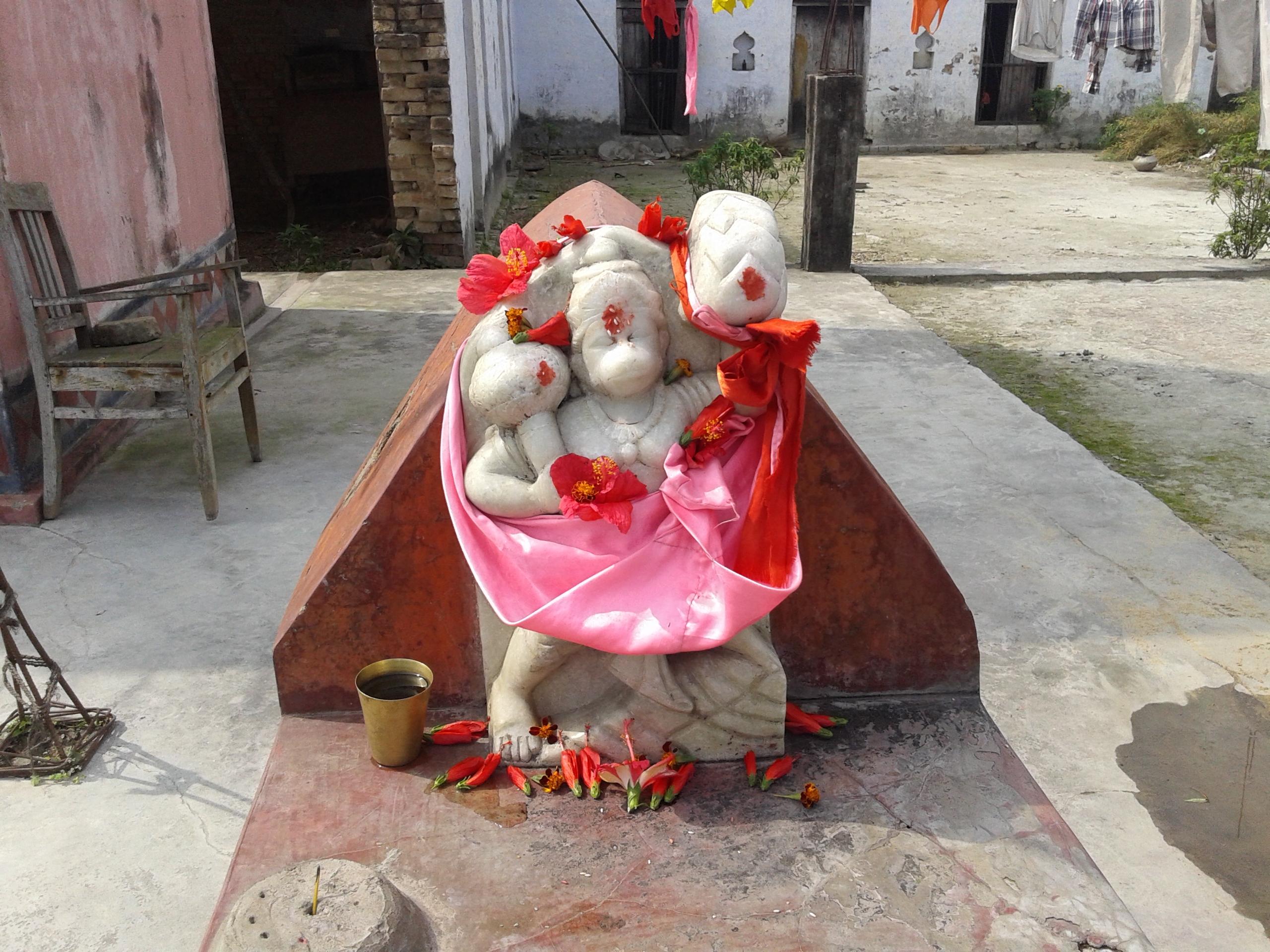 mahavir-at-narmadeshwar-mahadev-mandir-bahuara